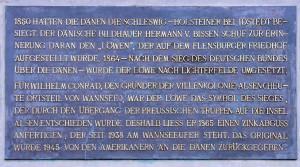 Gedenktafel an der Kopie des Flensburger Löwen am Wannsee, Berlin Quelle: Wikimedia Commons, CC-BY-SA OTFW